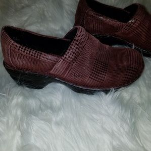 B.O.C.  SOFT LEATHER COMFORTABLE MULES/CLOGS
